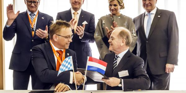 Samenwerkingsovereenkomst Medizintechnik Holland met Medical Valley EMN